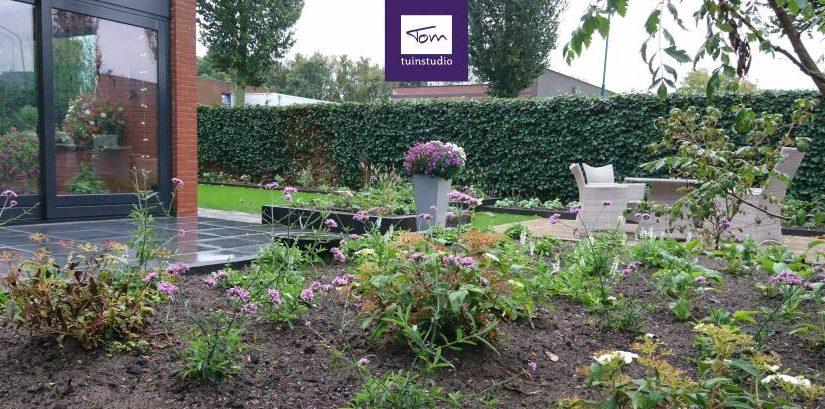 Strakke tuin met verhoogde borders
